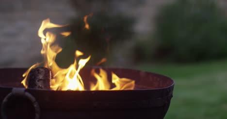 Logs-in-Fire-Pit-4K-02